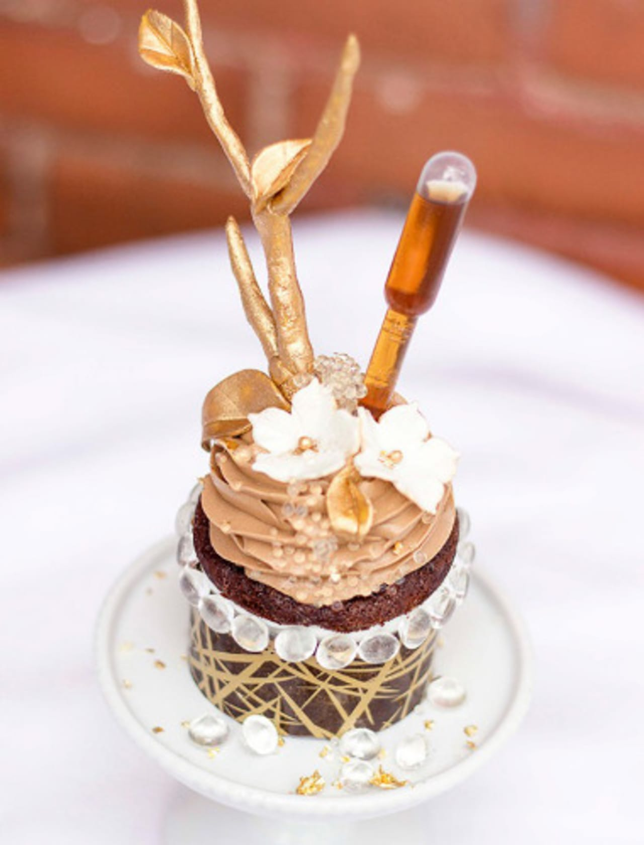 Enjoyable The Worlds Most Expensive Cupcake Costs 900 Smdh First We Feast Funny Birthday Cards Online Ioscodamsfinfo