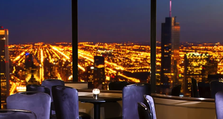 The Signature Room Restaurant Is On The 95th Floor At The John Hancock  Center.