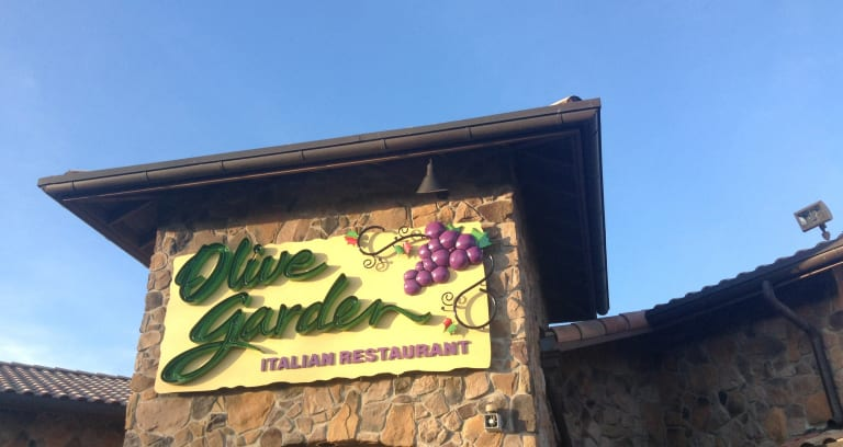four hundred dollars could likely feed a party of 40 at olive gardenexcept for on new years eve according to the new york post on december 31 - Is Olive Garden Open On Christmas Eve