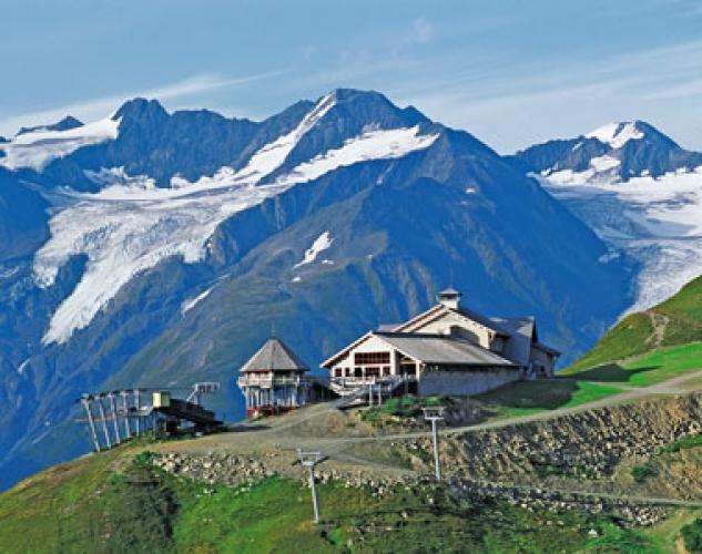 Design 10 Restaurants In Stunning Locations First We Feast Seven Glaciers Restaurant At Alyeska Resort